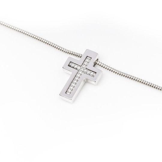 Dámsky prívesok so syntetickými zirkónmi v tvare kríža