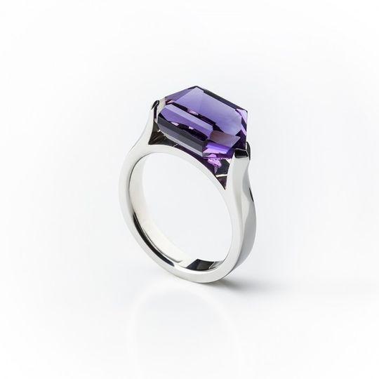 Dámsky prsteň s prírodným ametystom v bielom zlate Au 585/000