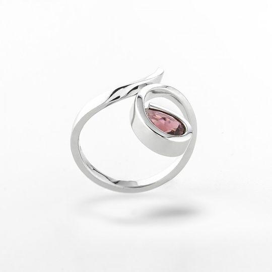 dámsky prsteň s prírodným ružovým turmalínom