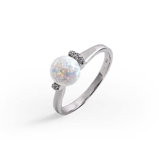 Dámsky prsteň so syntetickými zirkónmi a syntetickým opálom