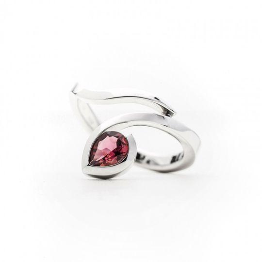 Dámsky prsteň s prírodným ružovým turmalínom v bielom zlate Au 585/000